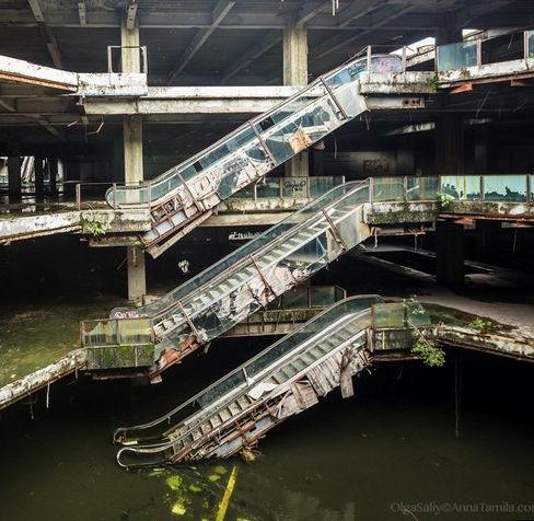 Centro commerciale abbandonato
